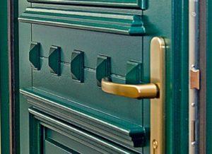 zielone drzwi drewniane